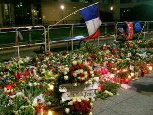vor der französischen Botschaft in Berlin